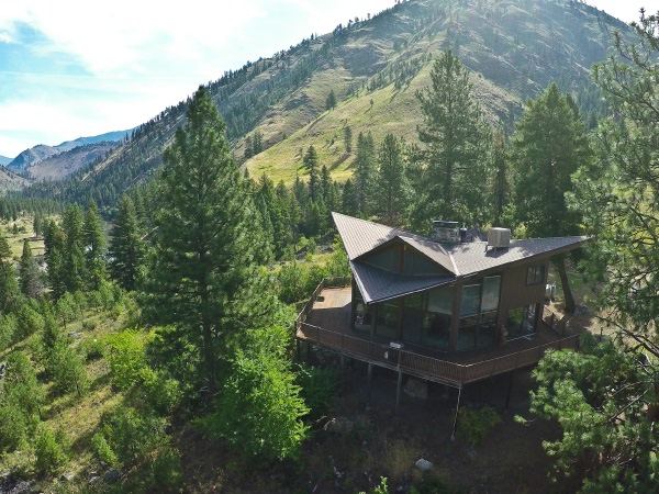 Mackay Bar Wilderness Lodge on the Main Salmon River